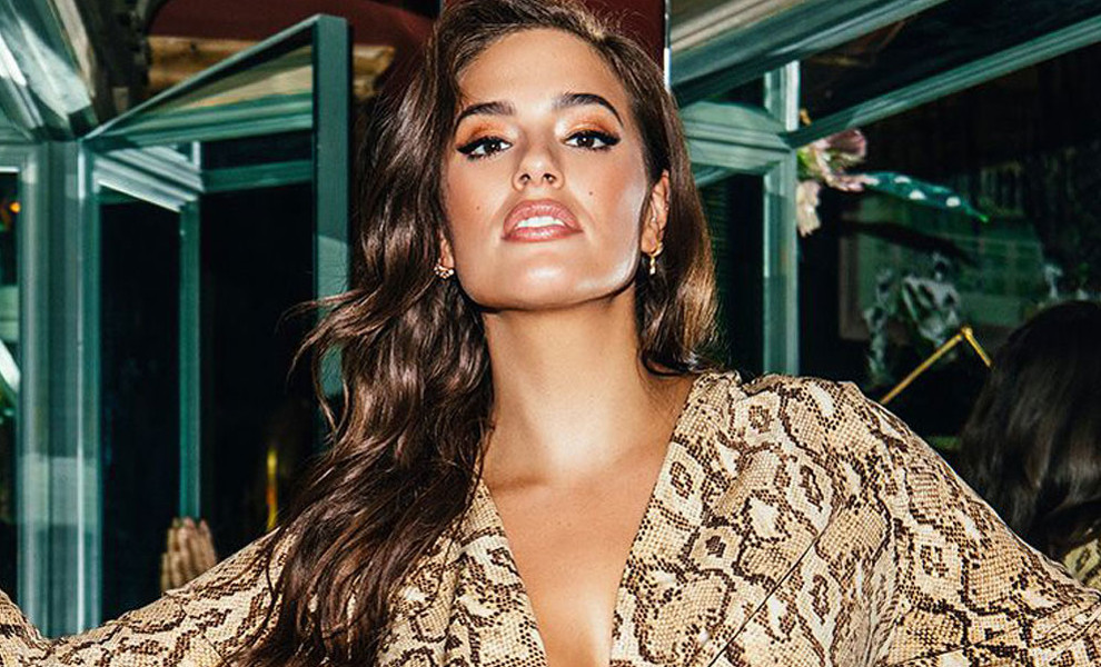 Ashley Graham lanza una colección de vestidos de tallas grandes para 'Pretty Little Things'