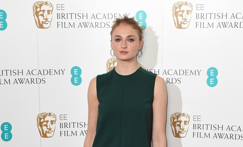 El perfecto look 'working girl' de Sophie Turner