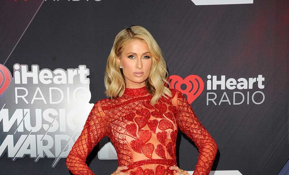 Paris Hilton 'super in love' en los iHeartRadio Music Awards