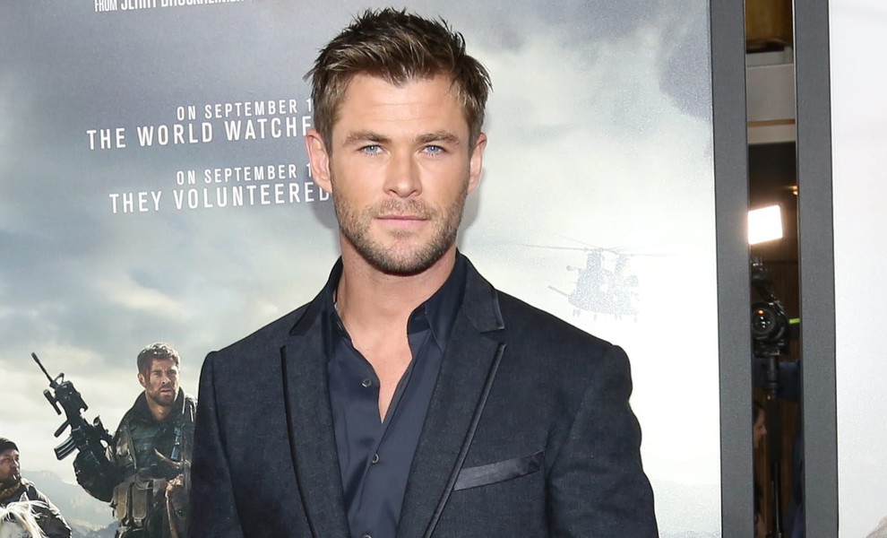 Chris Hemsworth cambia de look y se deja bigote