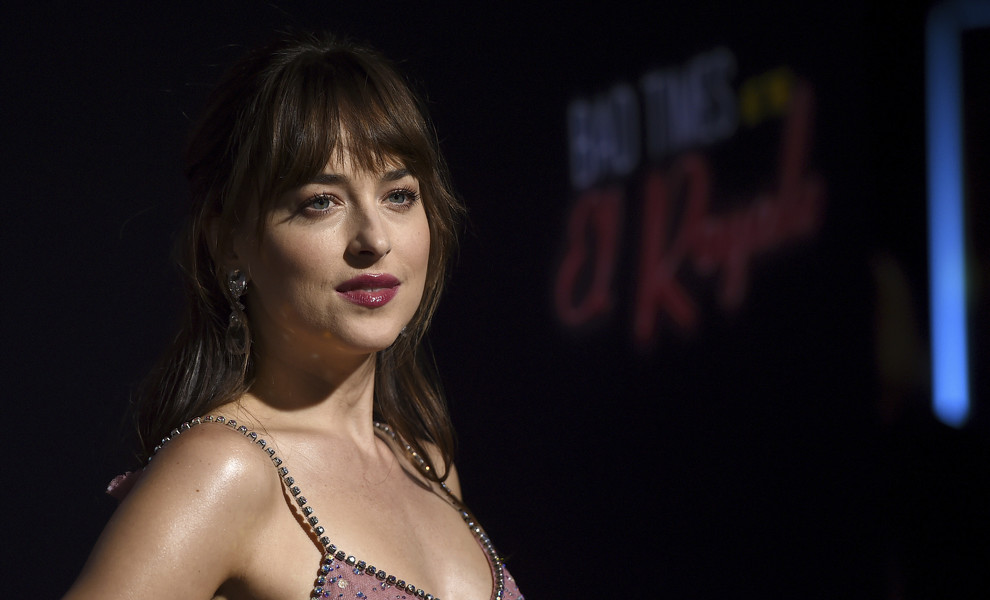 Dakota Johnson, radiante con su vestido 'brilli brilli' de Gucci